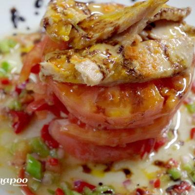 Plato tomate con ventresca preparado