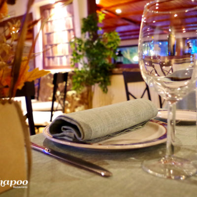 Salones interiores. Detalle de la mesa