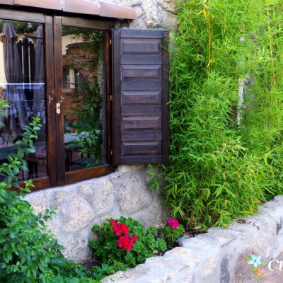 Restaurante desde el exterior, detalle de la ventana