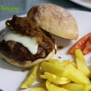 Hamburguesa Chapoo completa con patatas y tomate