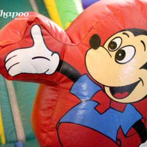 Nuestro Mickey te da la bienvenida al castillo